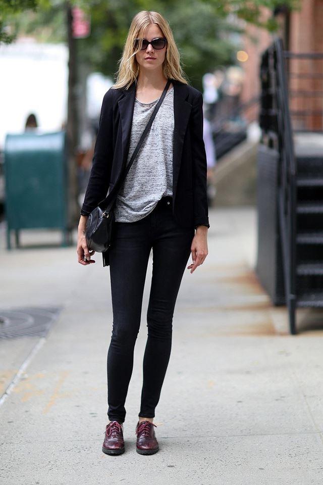 стиль casual черный пиджак и леггинсы, уличная мода Нью-Йорка 2014-2015