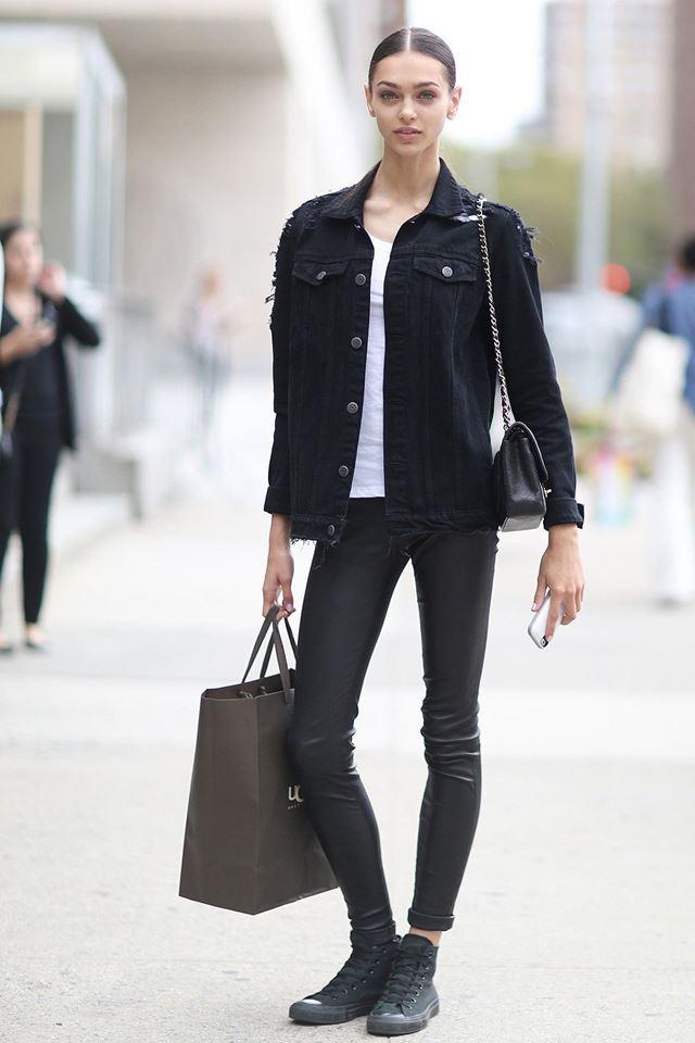 кожаные леггинсы с джинсовой курткой, уличная мода Нью-Йорка 2014-2015