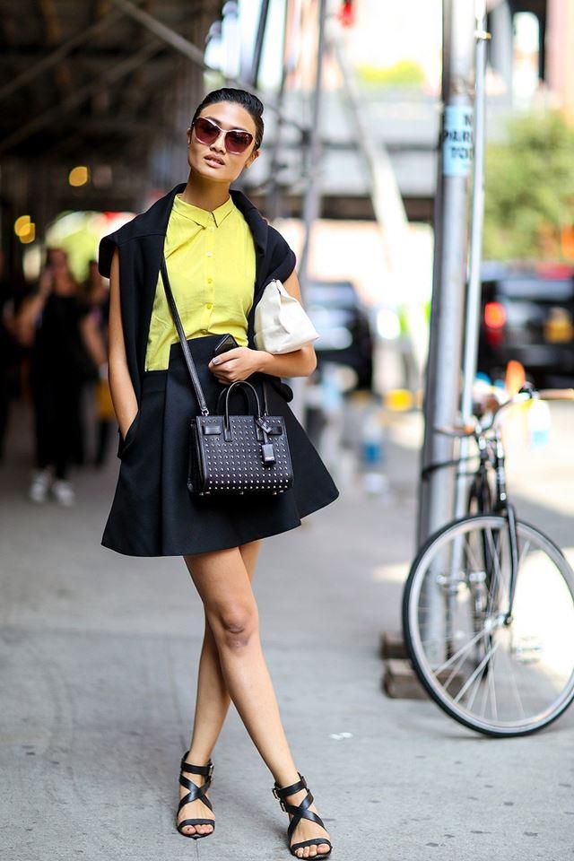 желтая рубашка и черная юбка, уличная мода Нью-Йорка 2014-2015