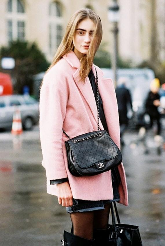 яркое короткое розовое пальто