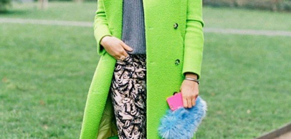 Яркое пальто в уличном стиле: с чем носить?