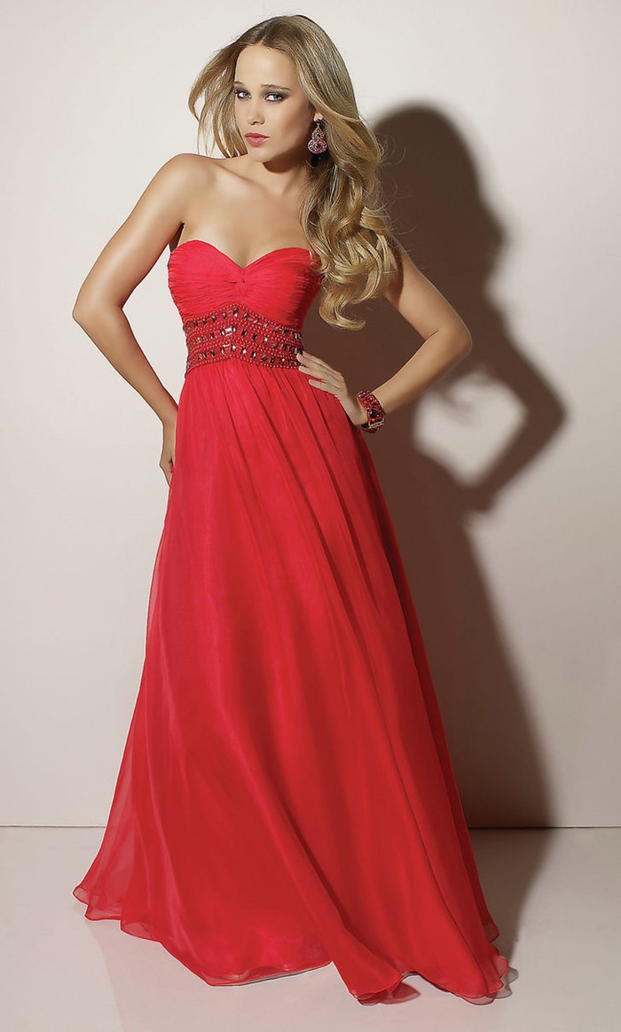 классическое длинное красное платье бюстье на выпускной 2015