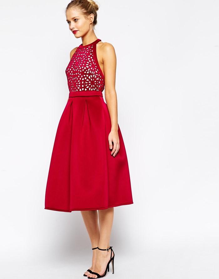 приталенное красное платье ниже колена на выпускной 2015