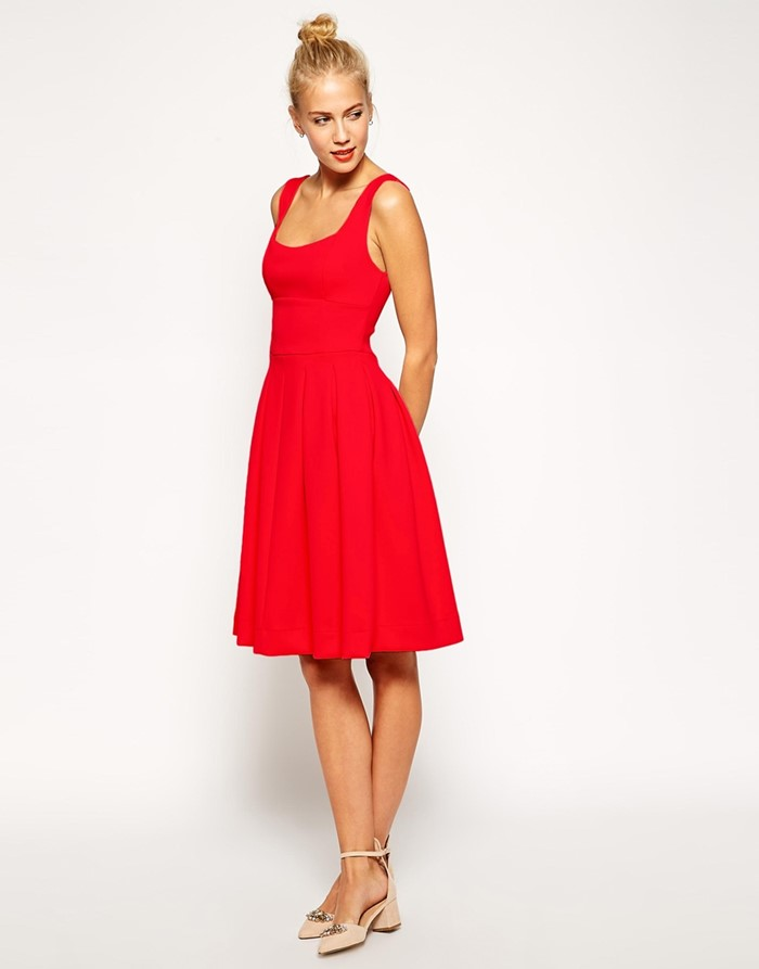 короткое приталенное красное платье на выпускной 2015