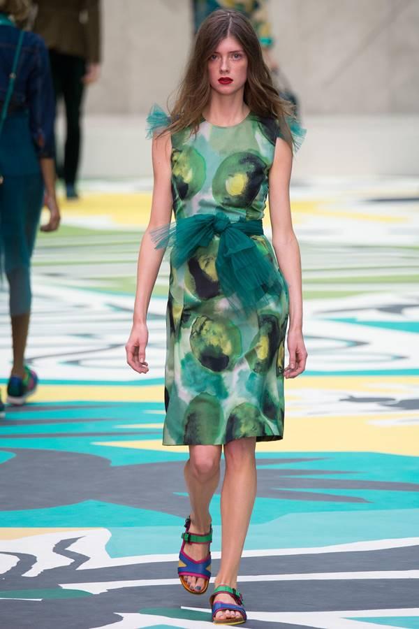 зеленое платье весна-лето 2015 Burberry Prorsum