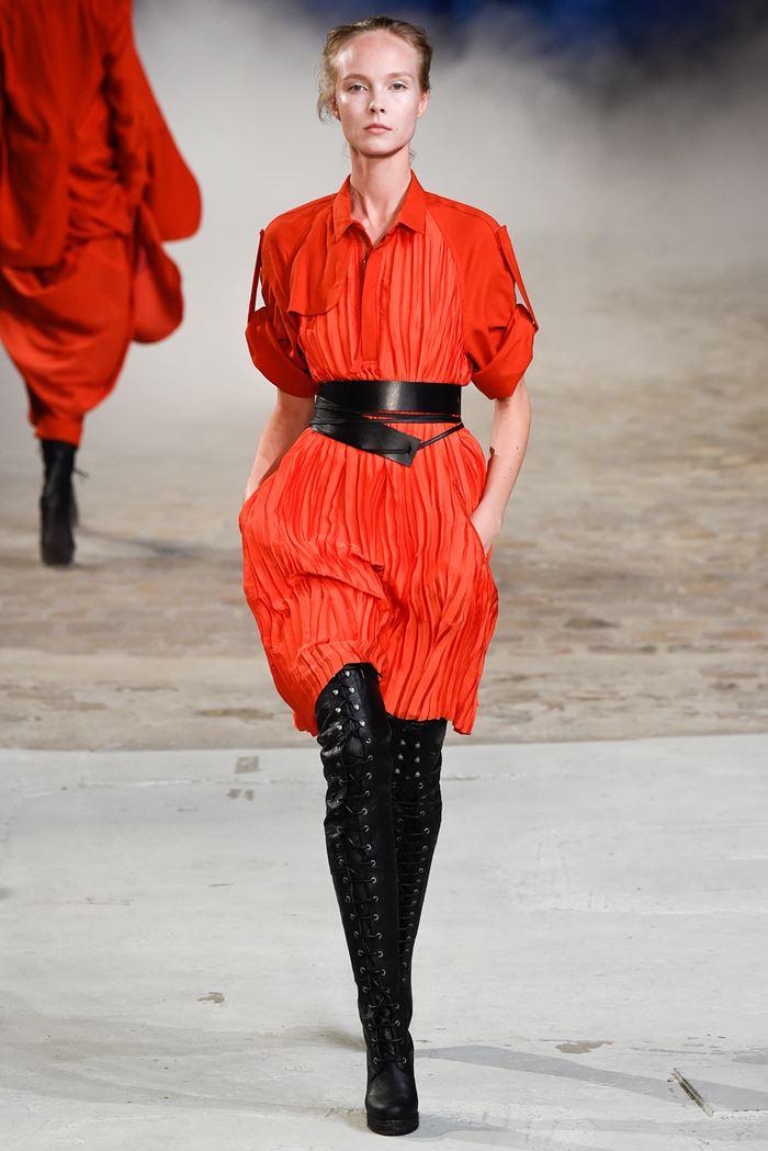 A.F. Vandevorst красное платье рубашка весна-лето 2015
