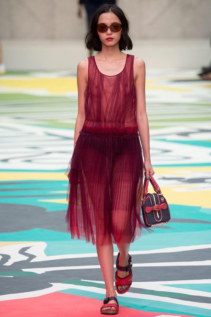 Burberry Prorsum красное тюлевое платье весна-лето 2015