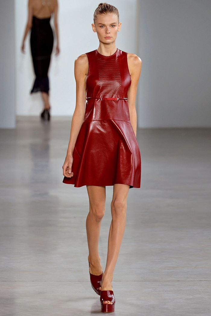 Calvin Klein Collection  красное кожаное платье весна-лето 2015