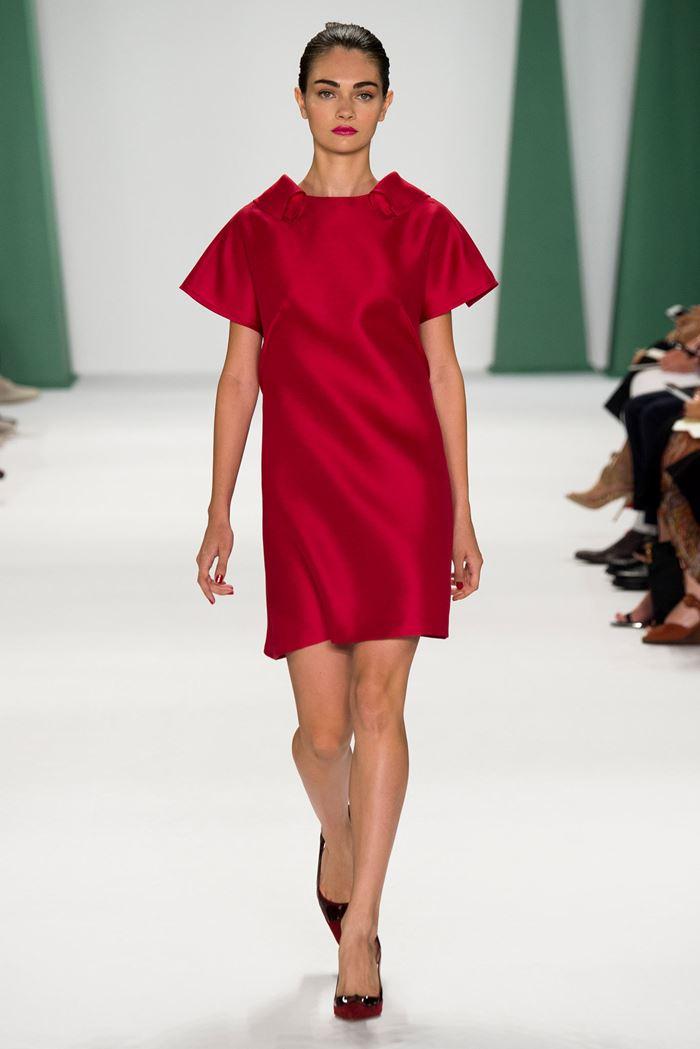 Carolina Herrera короткое красное платье весна-лето 2015