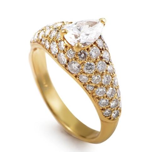 помолвочное кольцо золотое с бриллиантом фото