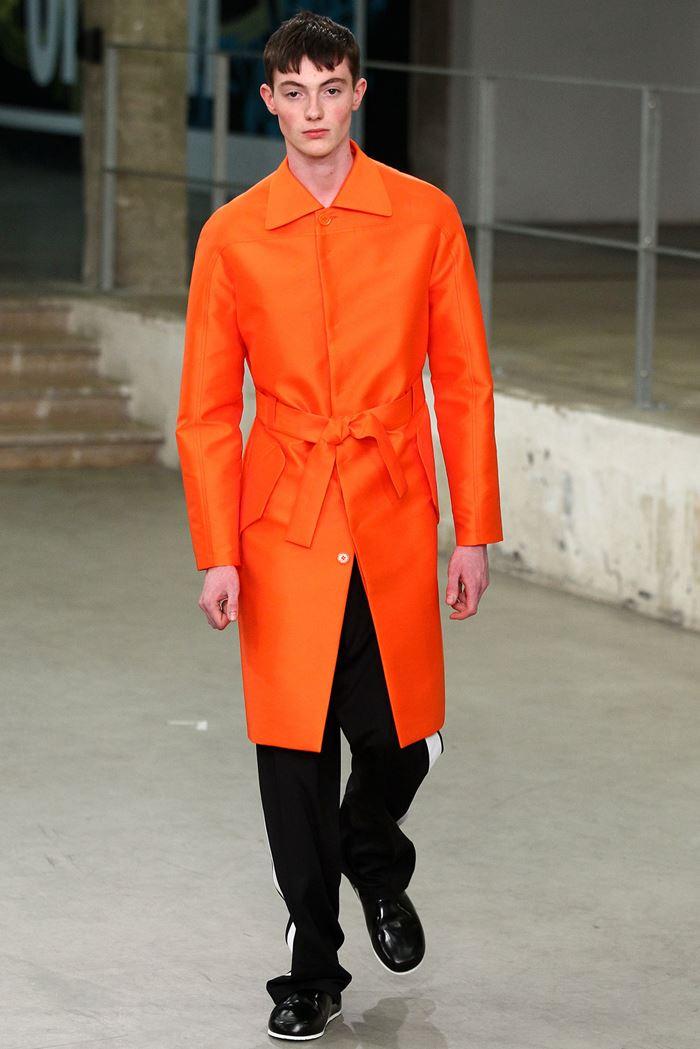Carven оранжевое мужское пальто весна-лето 2015