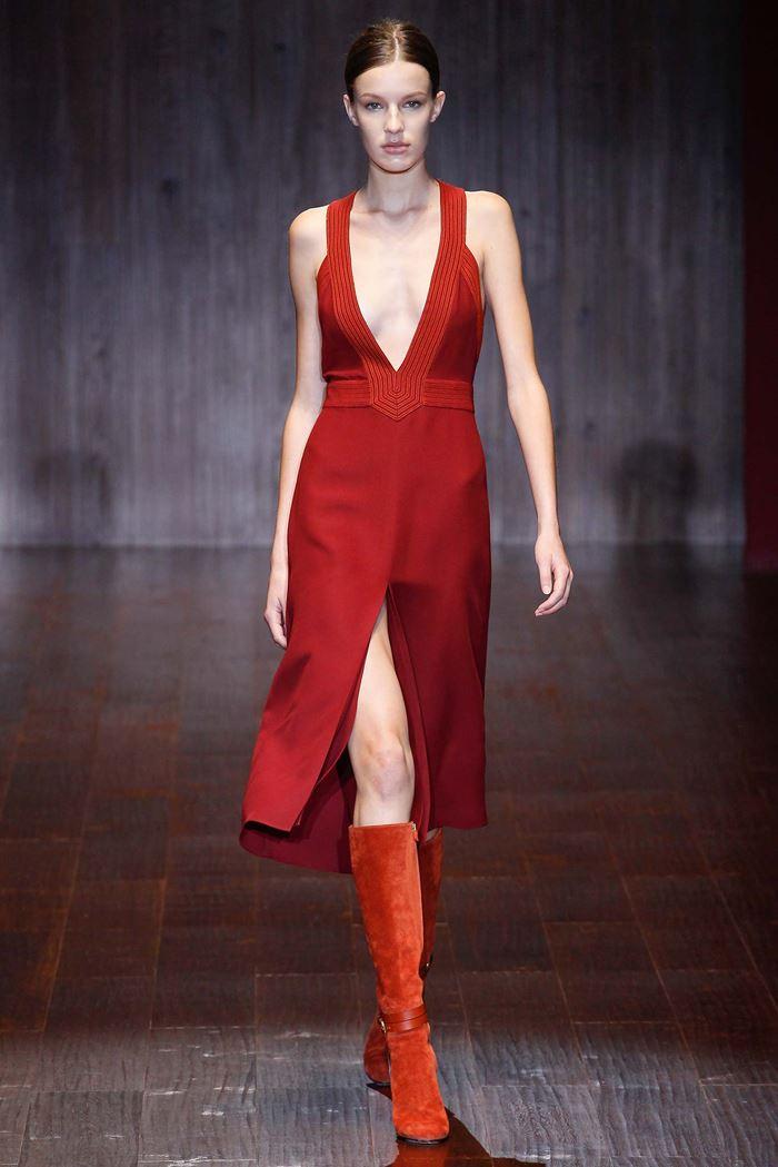 Gucci  красное платье с разрезом весна-лето 2015