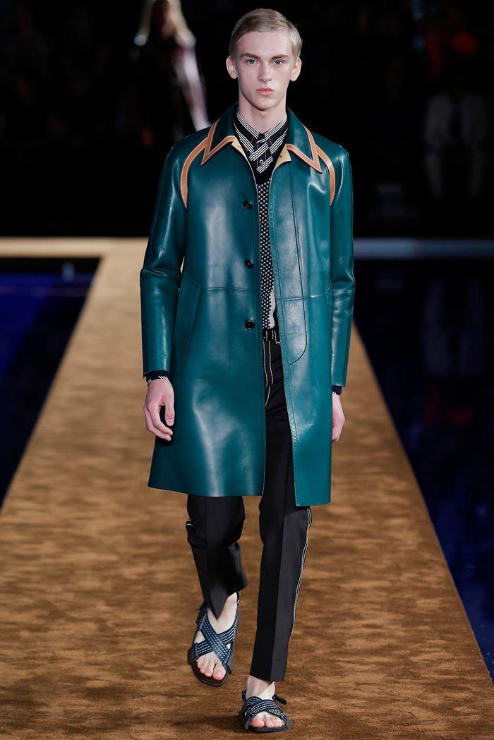 Prada кожаное изумрудно-зеленое мужское пальто весна-лето 2015
