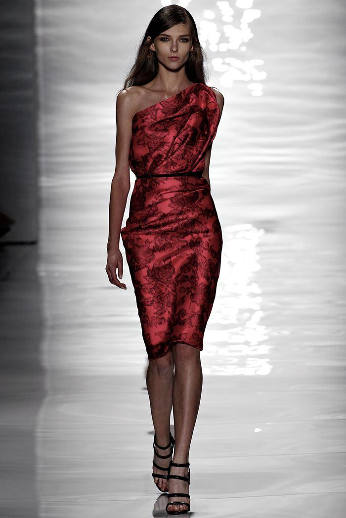 Reem Acra коктейльное красное платье весна-лето 2015