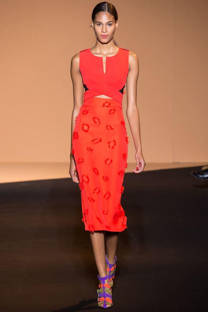 Roland Mouret коктейльное красное платье весна-лето 2015