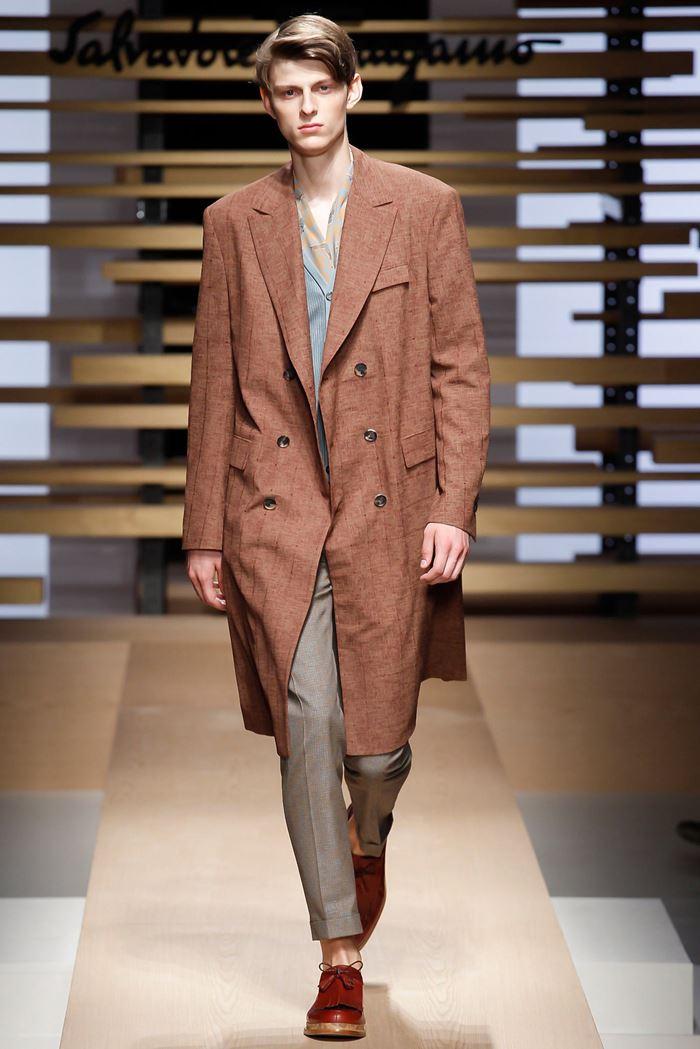 Salvatore Ferragamo двубортное мужское пальто весна-лето 2015