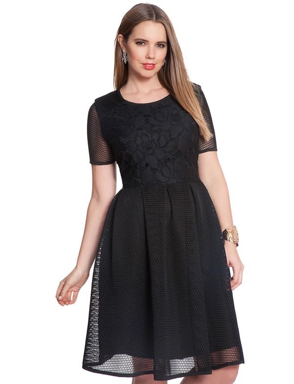 приталенное черное коктейльное платье для полных 2015