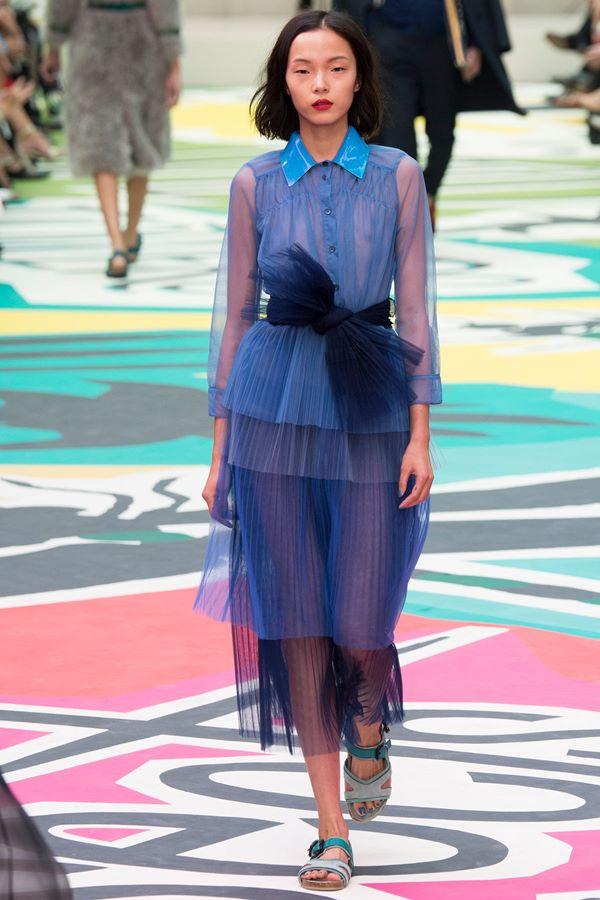 Синие платья весна-лето 2015 Burberry Prorsum