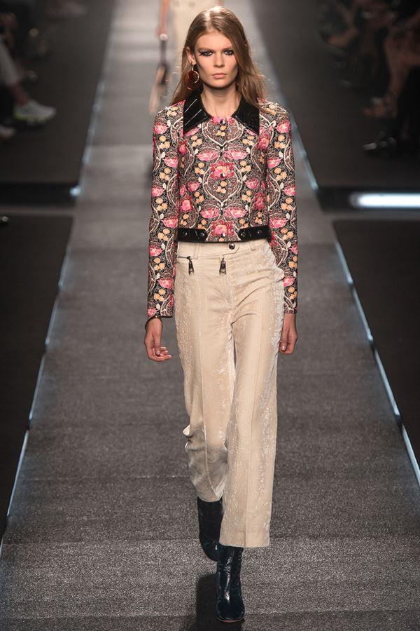 Louis Vuitton укороченные брюки весна-лето 2015