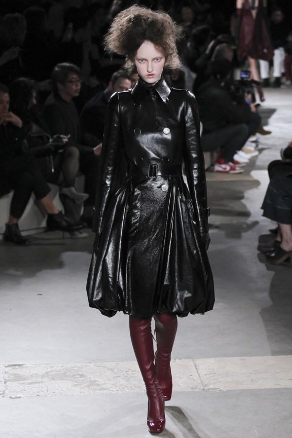 Кожаные пальто и плащи осень-зима 2015-2016: Alexander McQueen