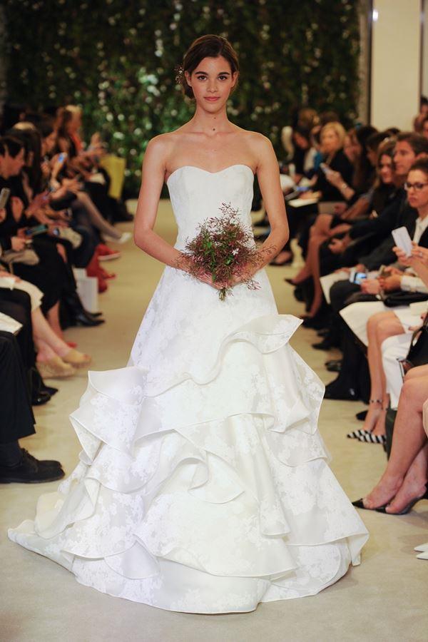 c3c21daa6827bce Badgley Mischka Свадебные платья с воланами 2015-2016 Carolina Herrera