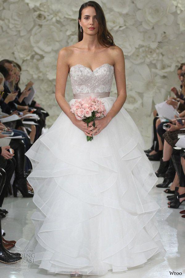 5d4efaf1fae55f4 Carolina Herrera Свадебные платья с воланами 2015-2016 Della Giovanna