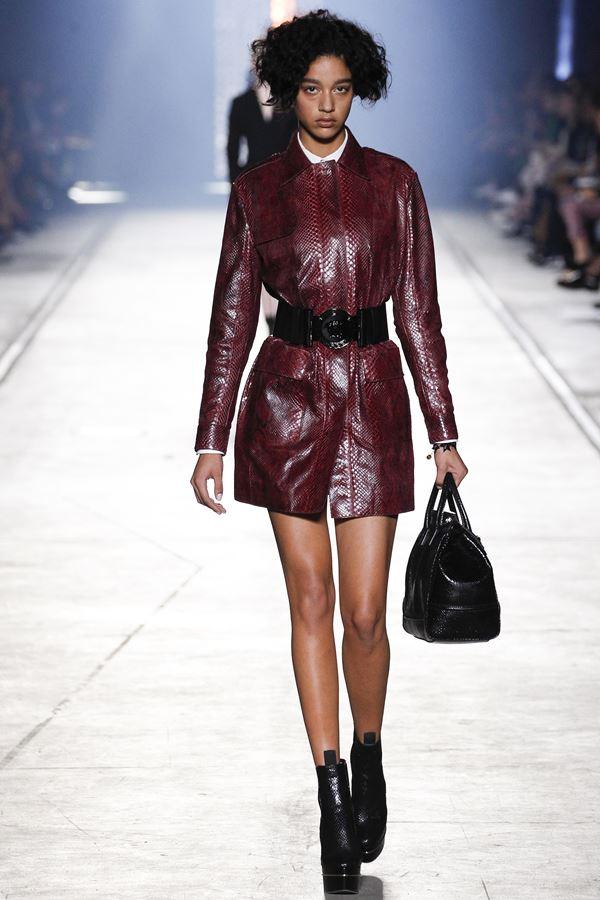 Кожаный плащ весна-лето 2016 Versace