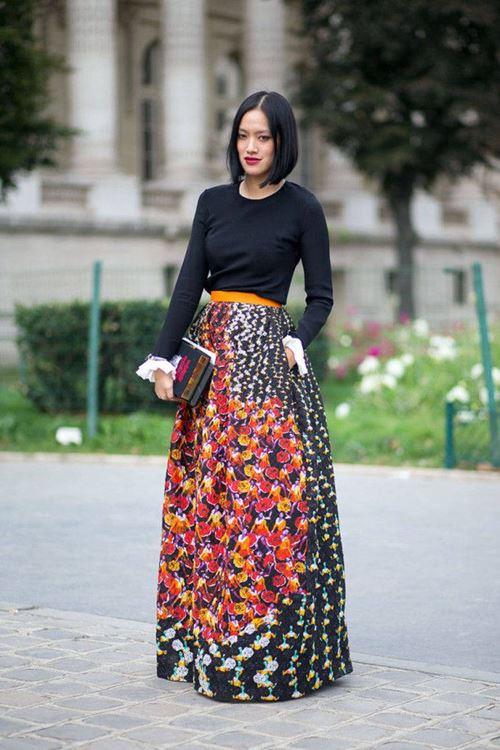 цветочная юбка в пол, черная водолазка