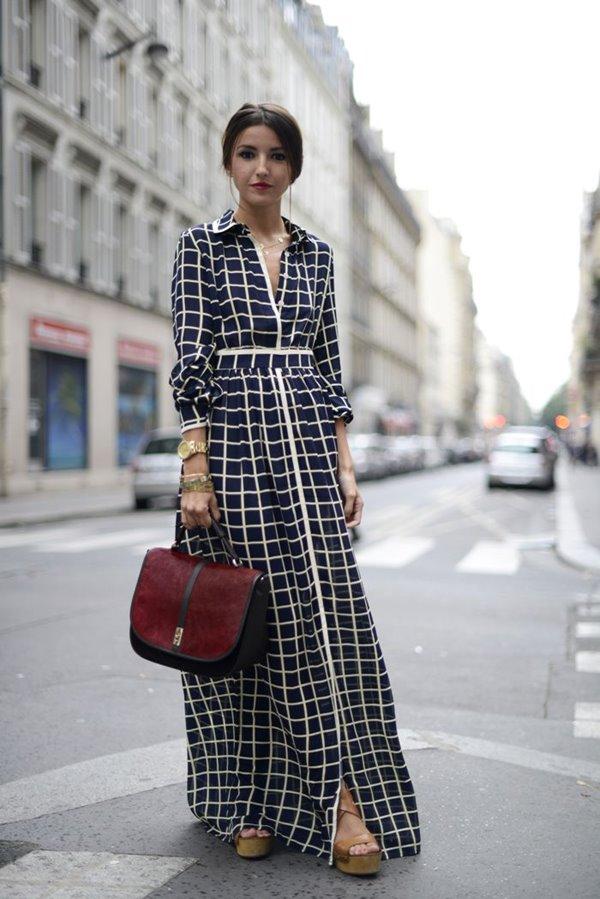 длинное клетчатое платье, сабо на платформе, бордовая сумка