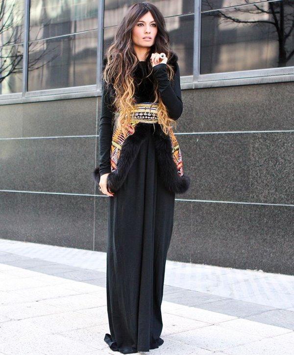 длинное черное платье и меховой жилет