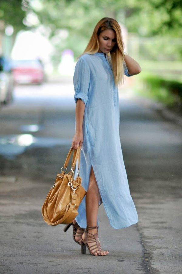 голубое платье-рубашка, босоножки на высоком каблуке