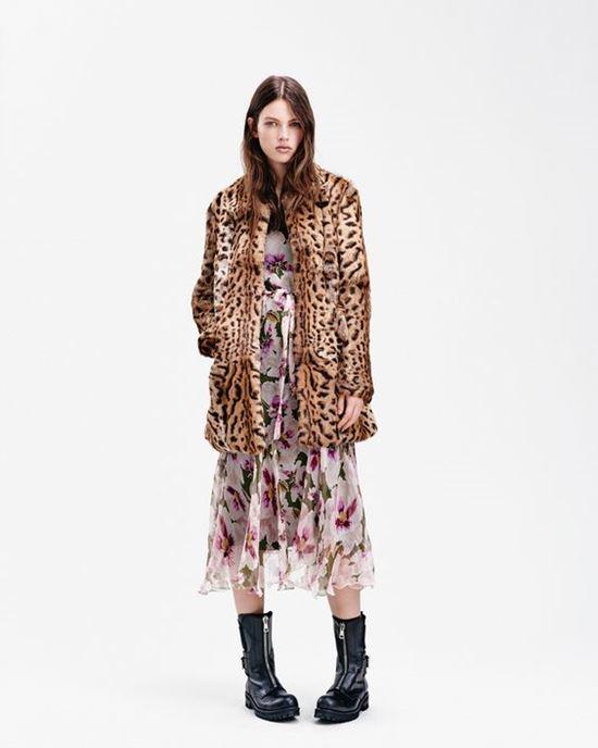 леопардовое пальто с шифоновым платьем Dondup