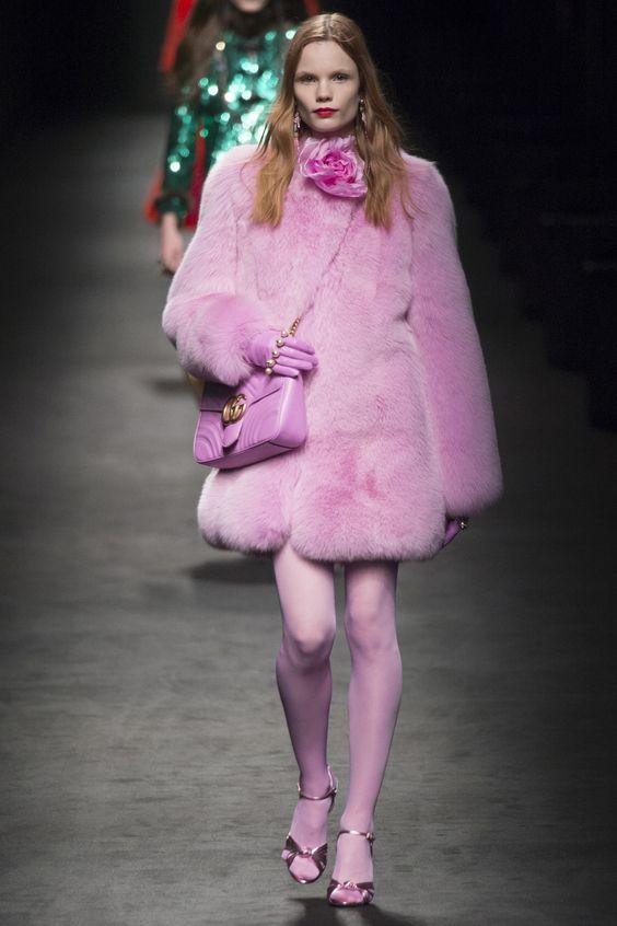 Gucci объемная розовая шуба