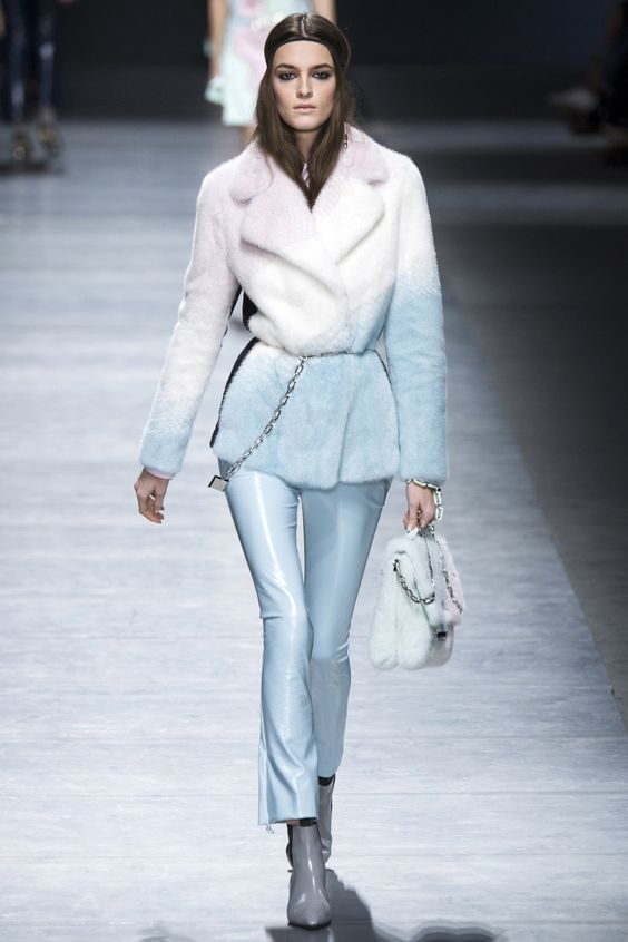 Versace короткий бело-голубой полушубок с запахом