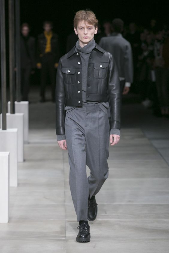 Sandro короткая серая кожаная куртка на пуговицах