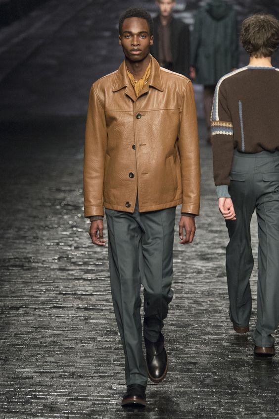 Corneliani бежевая кожаная куртка на пуговицах