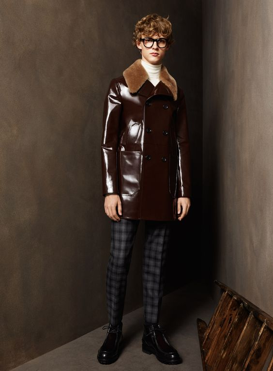 Bally темно-коричневое кожаное пальто с меховым воротником