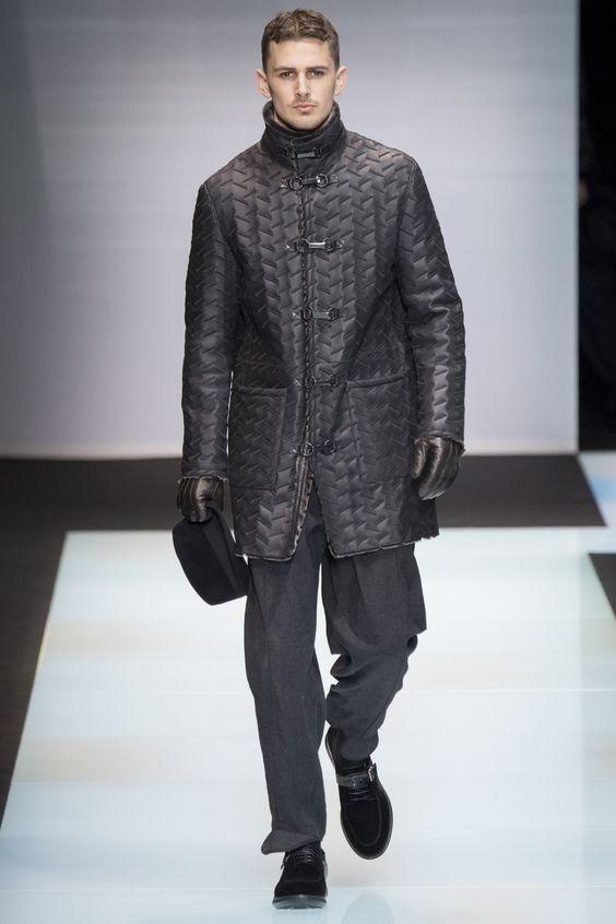 Giorgio Armani пальто-даффлкот из фактурной кожи