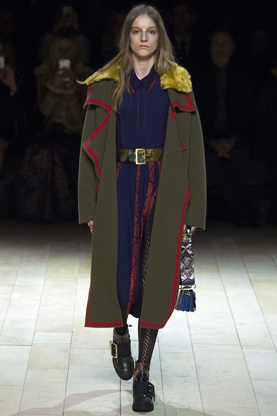 Burberry пальто хаки в стиле милитари