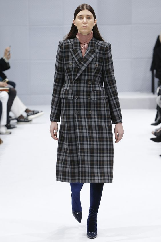 Balenciaga приталенное двубортное клетчатое пальто