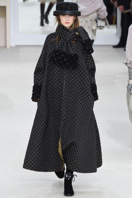 Chanel длинное пальто-трапеция