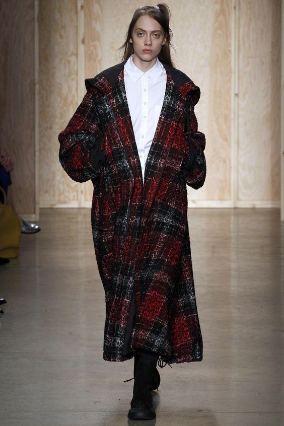 DKNY длинное красное пальто в клетку