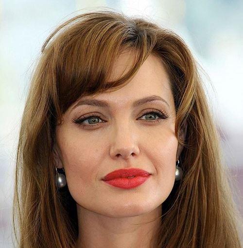 Макияж с красной помадой для шатенок - Анджелина Джоли