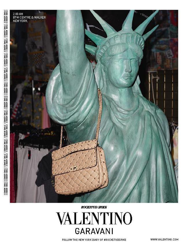 reklamnaya-kampaniya-sumok-valentino-rockstud-spike-2016-2