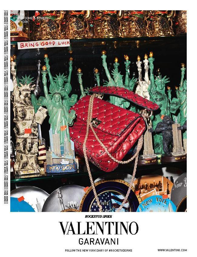 reklamnaya-kampaniya-sumok-valentino-rockstud-spike-2016-7