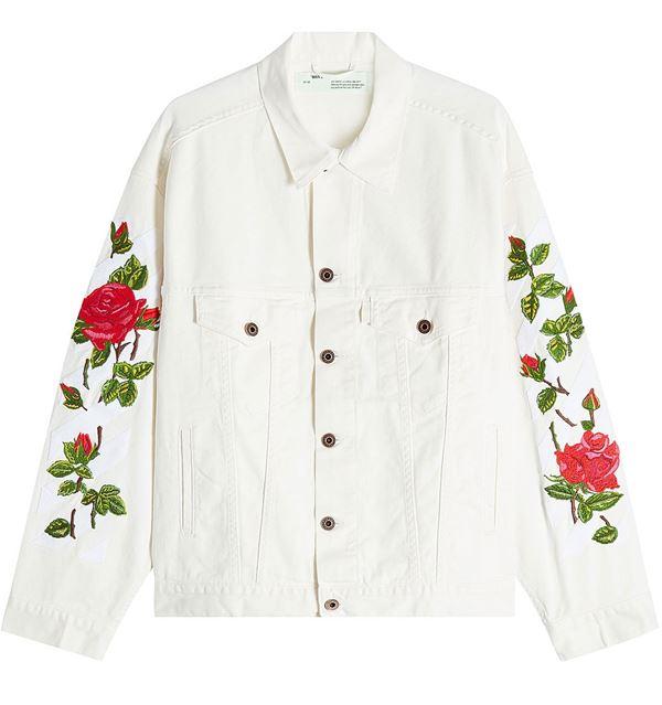 белая джинсовая куртка с цветами на рукавах