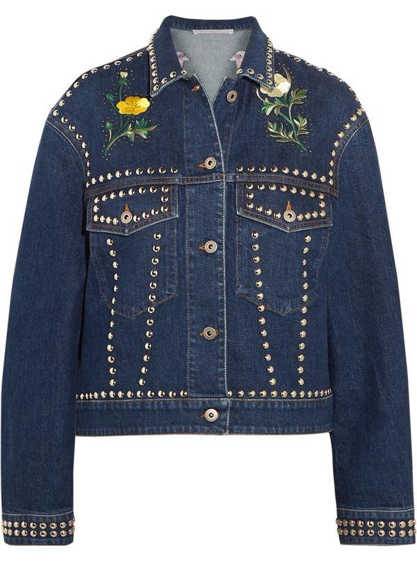 темно-синяя джинсовая куртка с металлическими заклепками и цветочной вышивкой