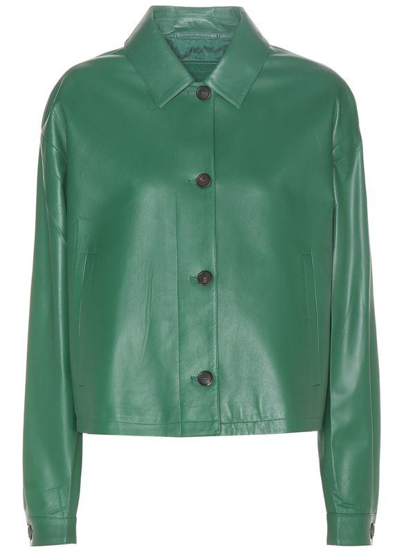 минималистичная зеленая куртка на пуговицах
