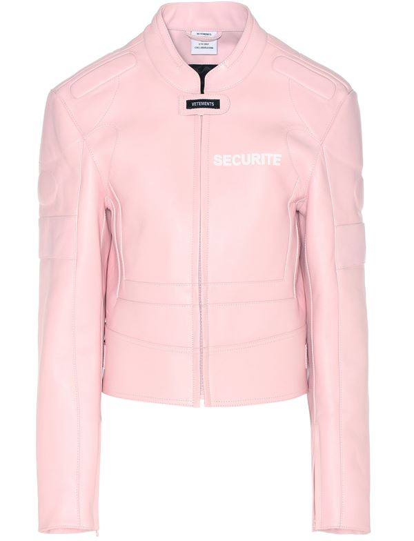 светло-розовая кожаная куртка