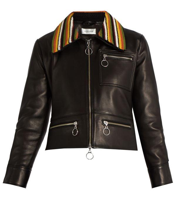 черная кожаная куртка с цветным отложным воротничком